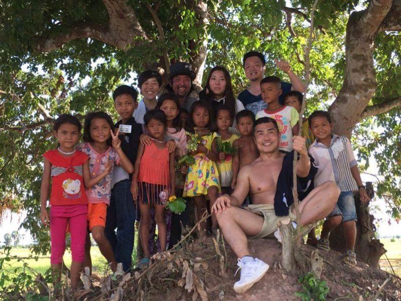 参加者と村の子どもたちの様子