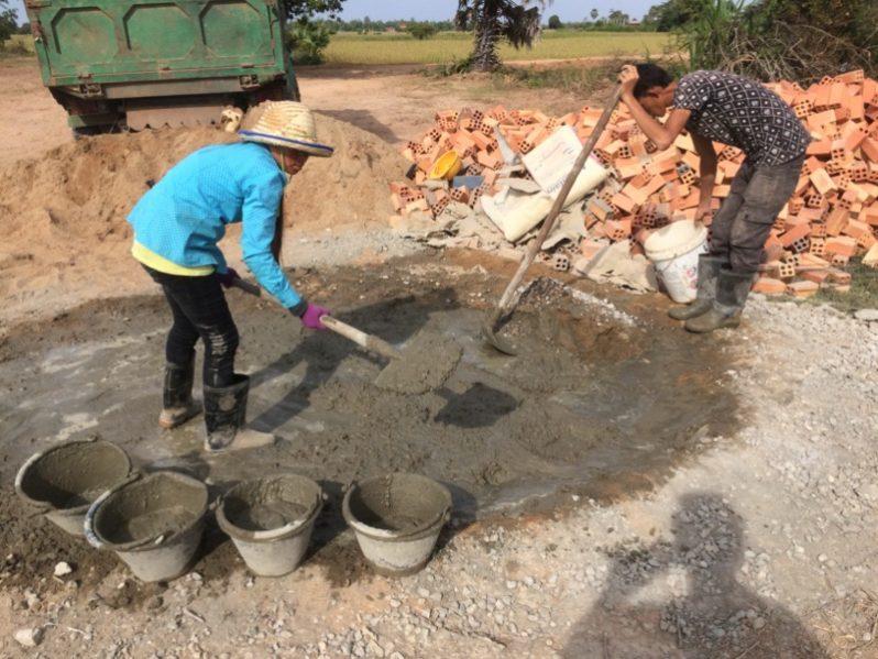 建設に加わってくれた女性作業員