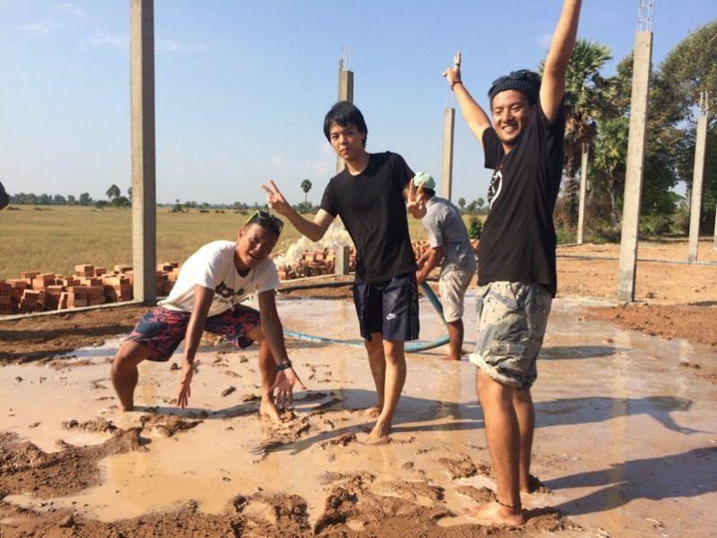 泥遊びの様子