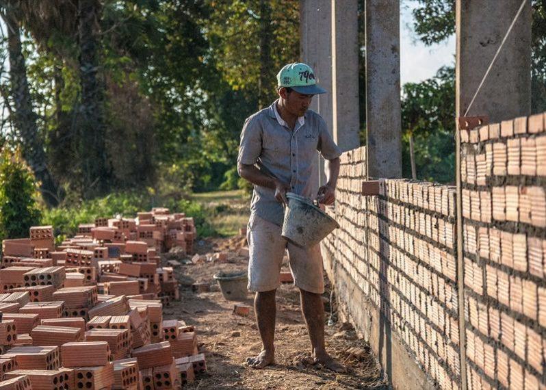 働くカンボジア人