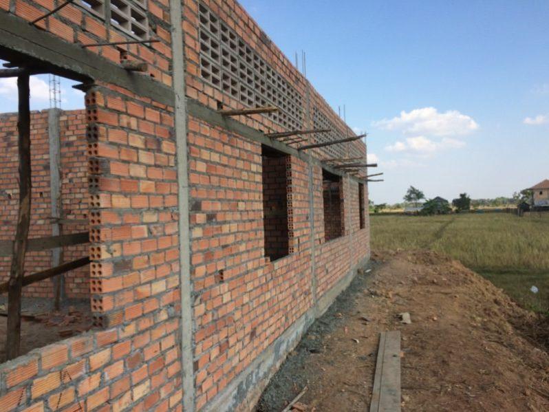 建設途中の校舎の様子