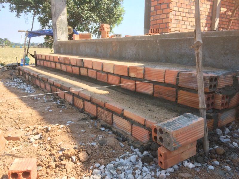 校舎前の階段