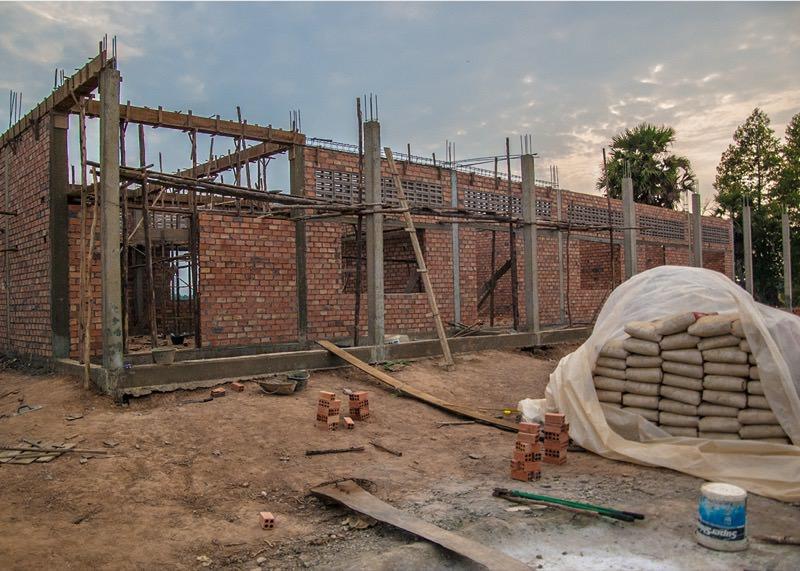 建設途中の校舎