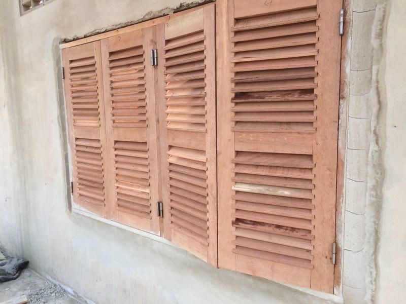 建て付けの悪い窓