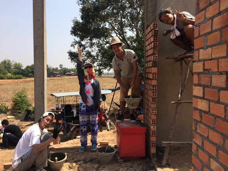 壁の修理作業