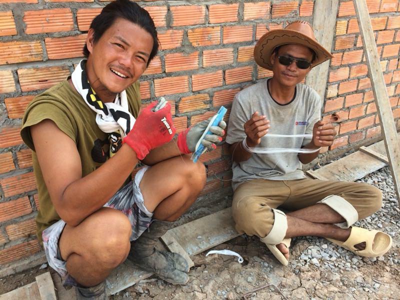 建設中の様子と大工さん