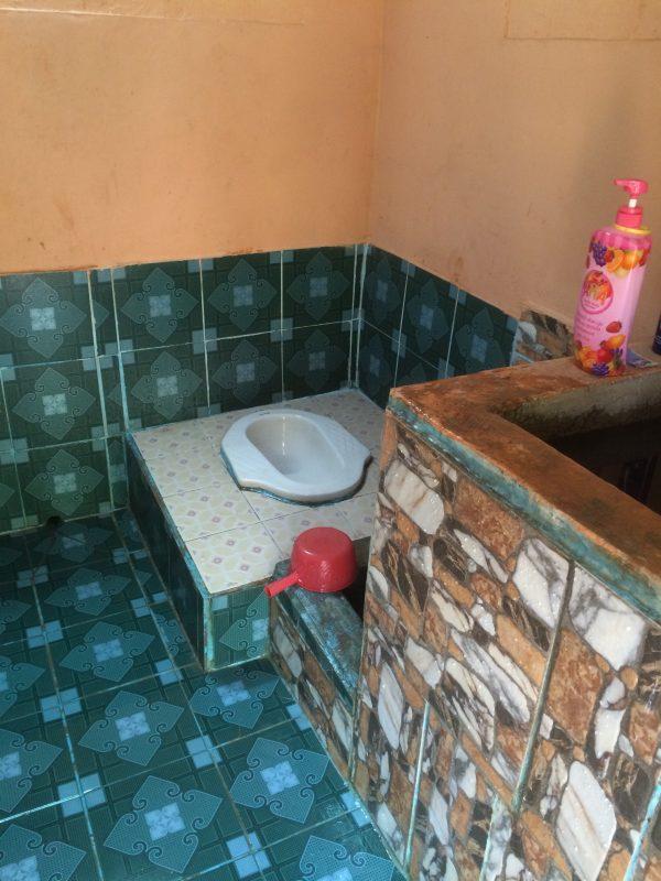 カンボジアの小学校みらいスクールにトイレを建設する理由