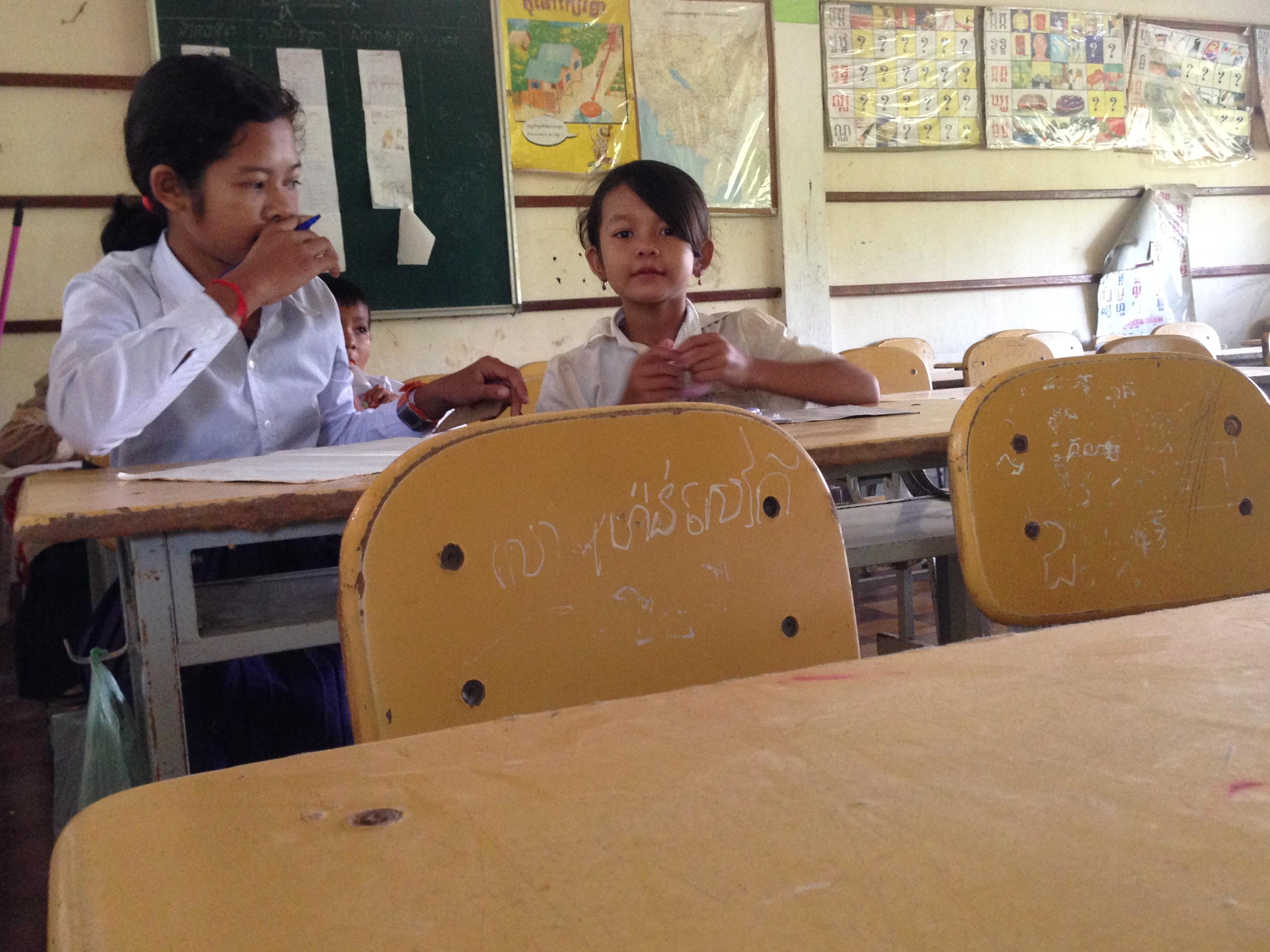 日本の小学校で使用されなくなった机、椅子送ってください!カンボジアの小学校で使いたいんです。