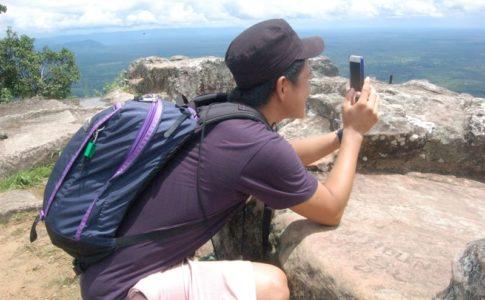 海外旅行でiPhoneを使っている様子