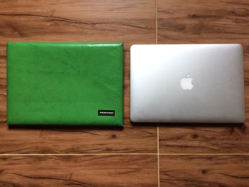 MacBook Airと並べたSLEEVE FOR MACBOOK