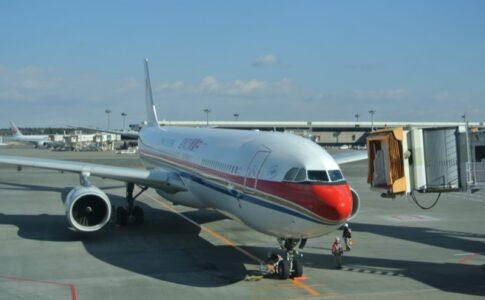 上海空港 中国東方航空飛行機