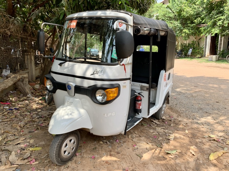 カンボジアのオートリキシャ