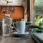 東南アジアのカフェでノマド作業している様子