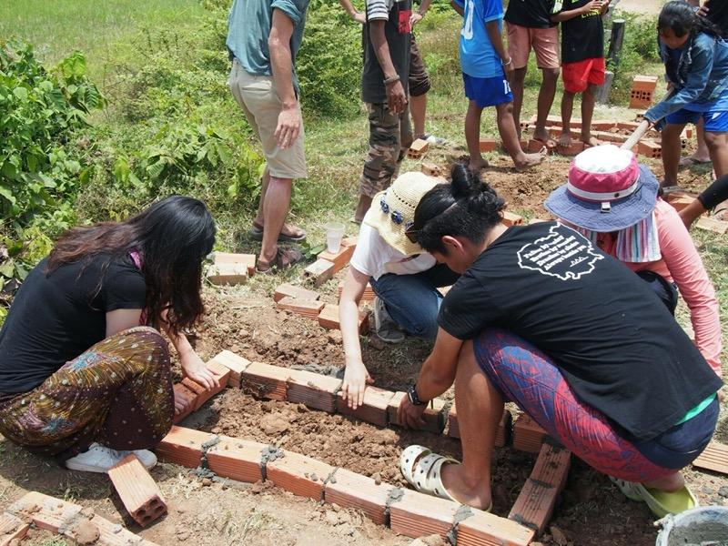 カンボジアに小学校を建設した後も残る理由