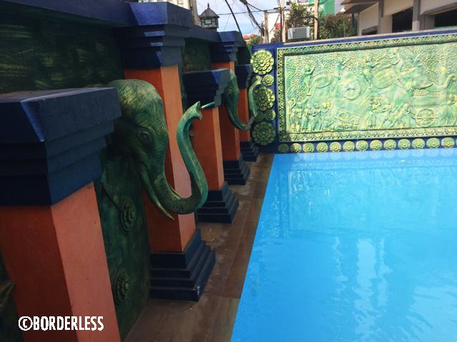 カンボジアのプールサイド