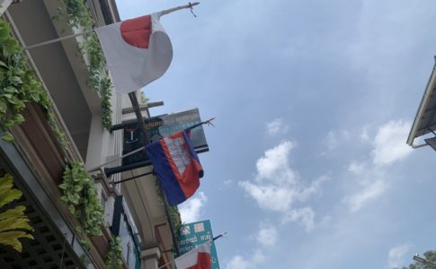 カンボジアと日本の国旗