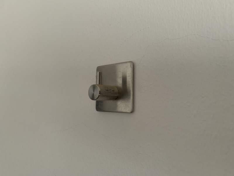 壁に貼ったフック