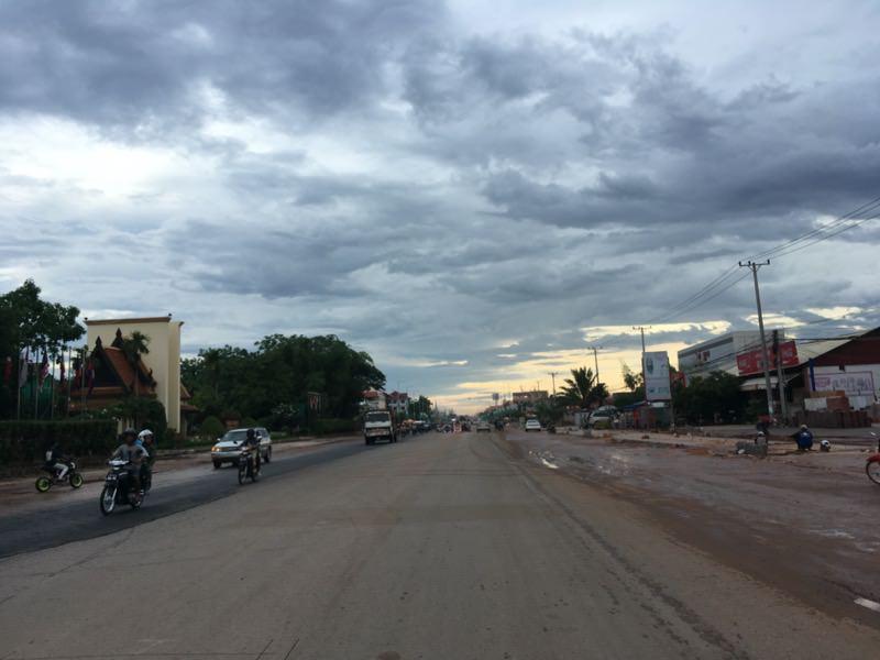雨上がりのカンボジアの空