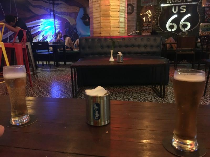 バーで飲むビール