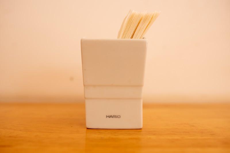 HARIOのペーパースタンドにペーパーフィルターを置いた様子