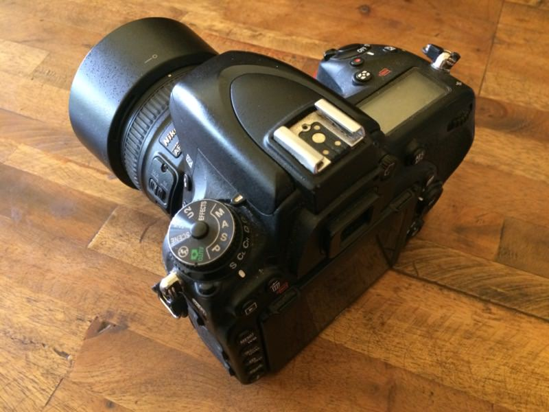 ネックストラップなしのカメラ