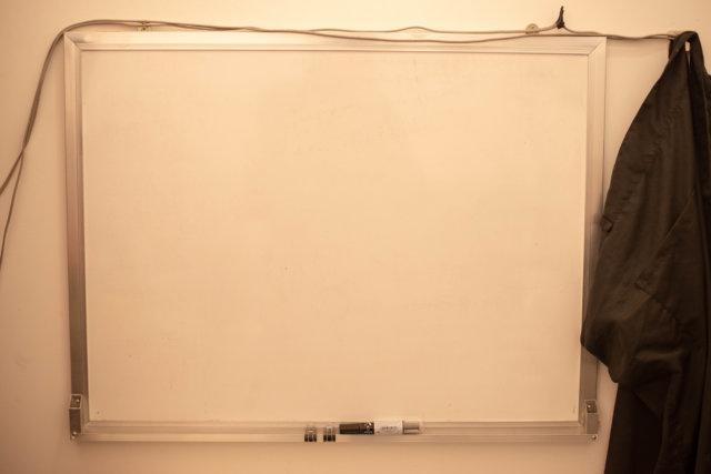 何も書いていないホワイトボード