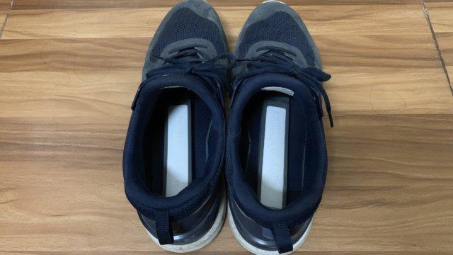珪藻土スティックを入れた靴
