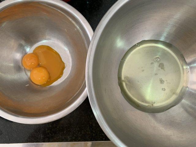 卵黄と卵白に分ける