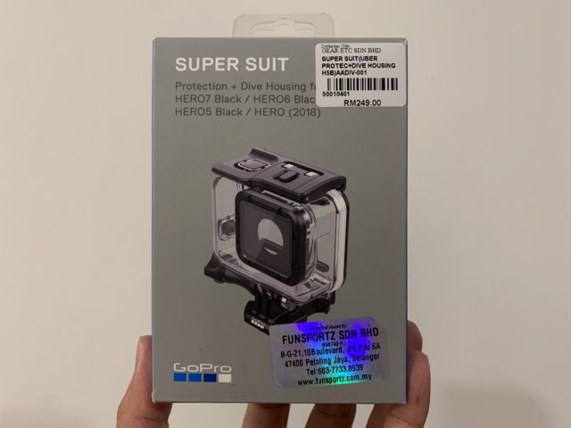 GoPro SUPER SUITの箱