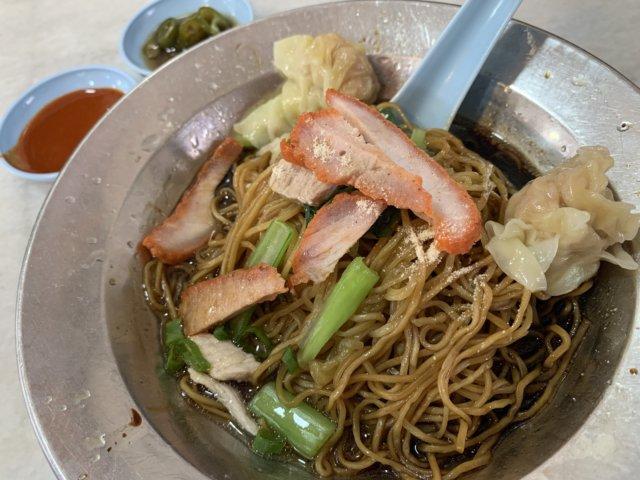 西南茶屋のドライワンタン麺
