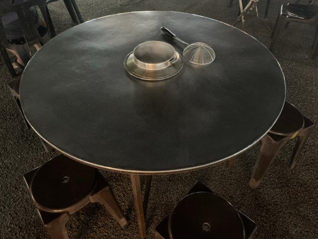 串鍋屋のテーブル
