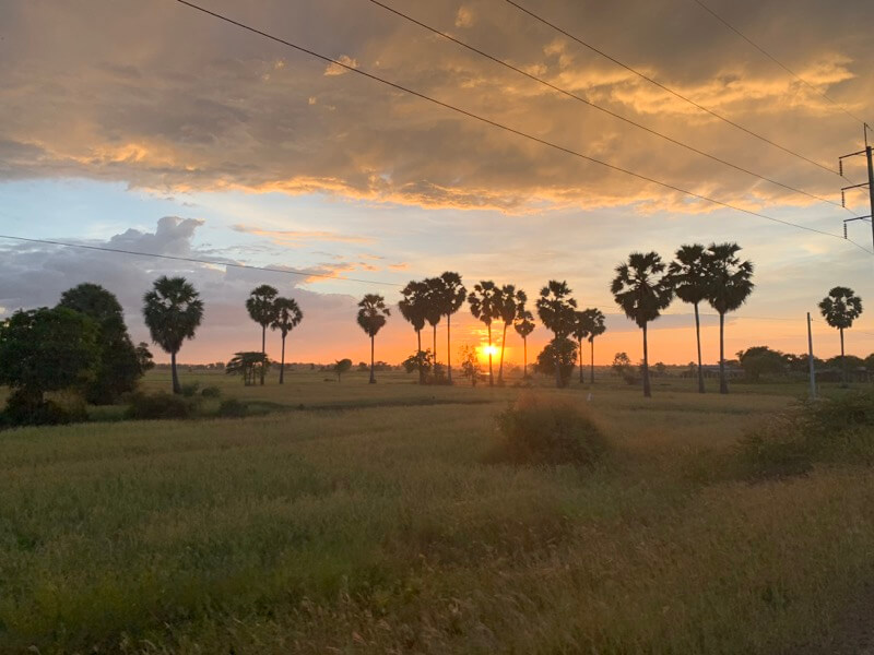 ロリュオストムの帰り道の夕日