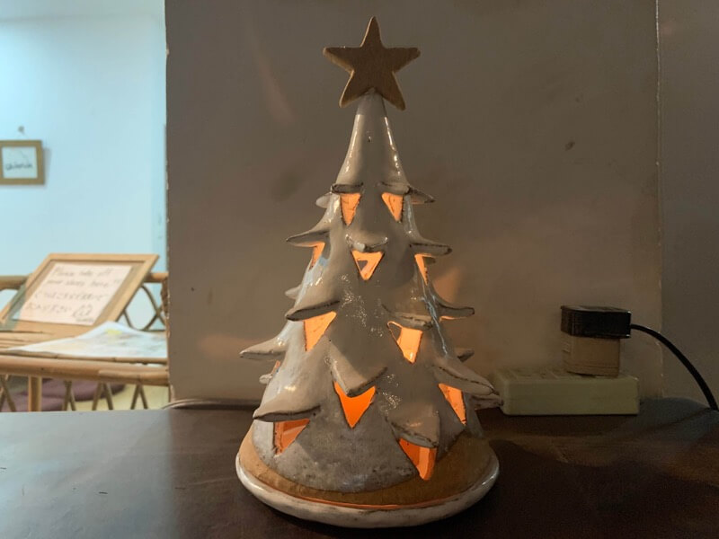 ライトアップしたクリスマスツリー