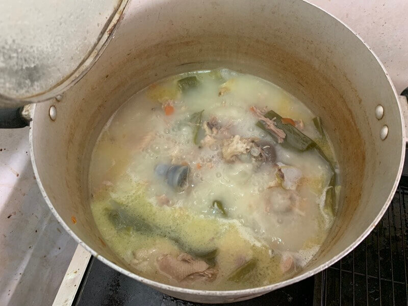 3時間煮込んだ豚骨スープ