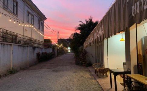 店前から見た夕日