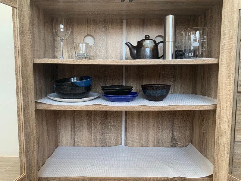 食器収納棚に収納した皿