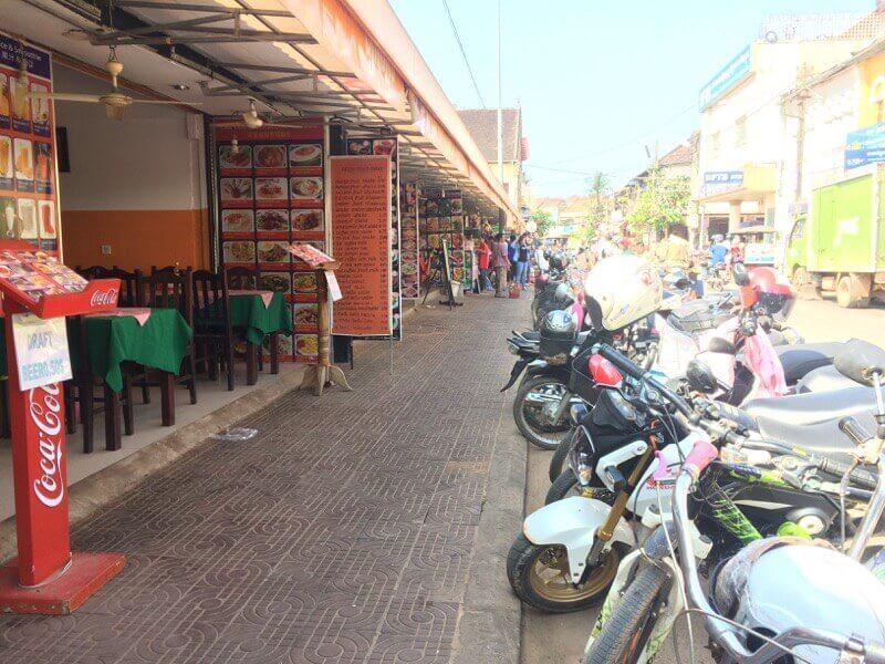 カンボジアの現地で働く