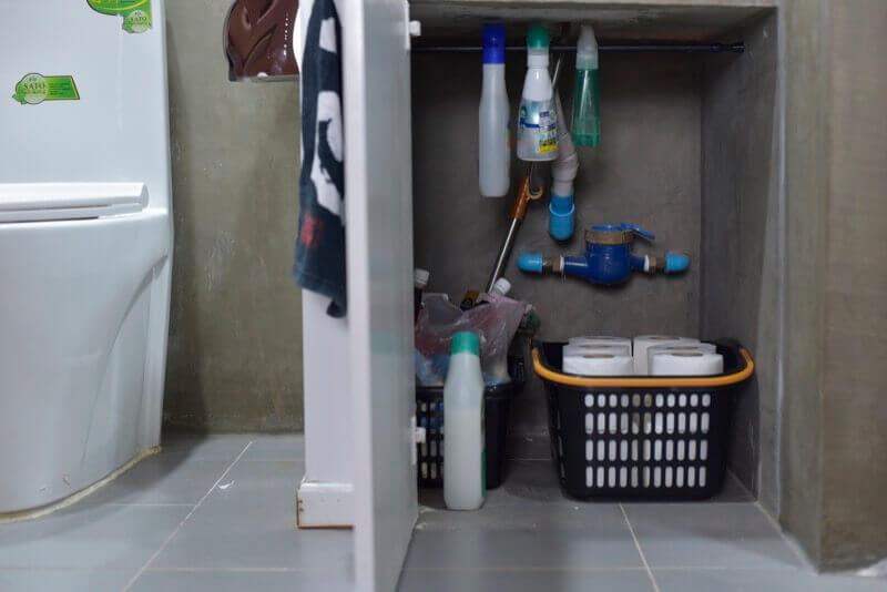 トイレ付近の収納棚