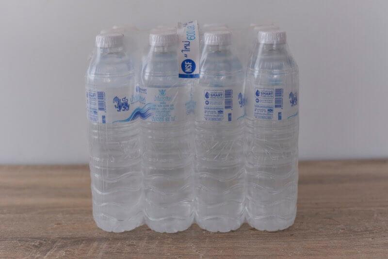買ってきたペットボトルの水