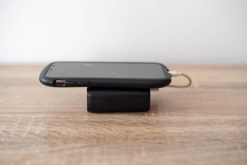 サイズ違いのiPhoneとモバイルバッテリー