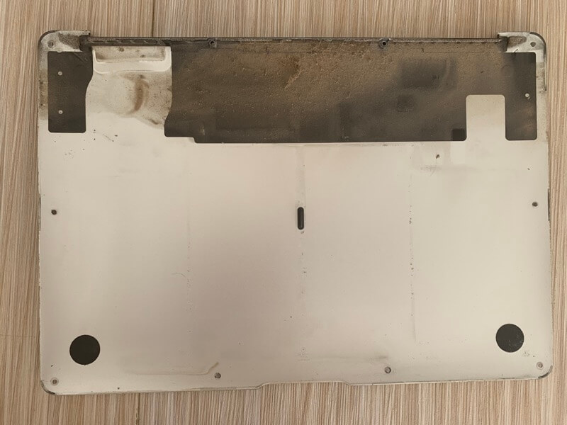 MacBookの裏蓋