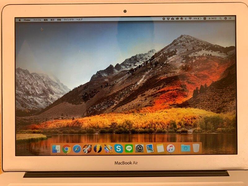 液晶画面に縦線が入る不具合が直ったMacBook Air