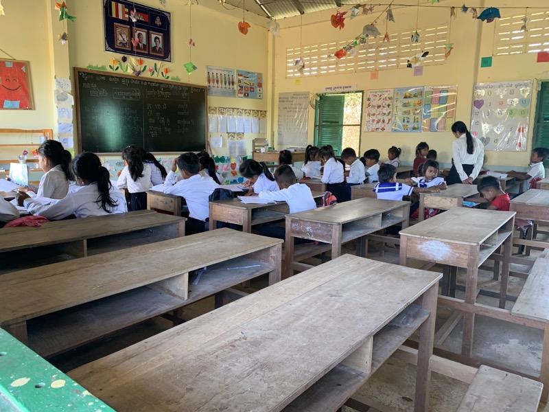 カンボジアに小学校を建てっぱなしにするのが悪みたいな話