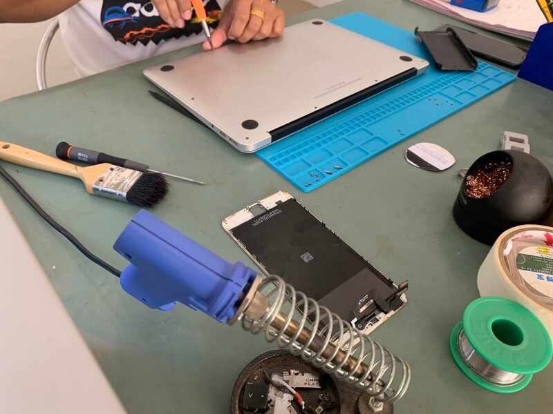MacBook Airのバッテリ交換1