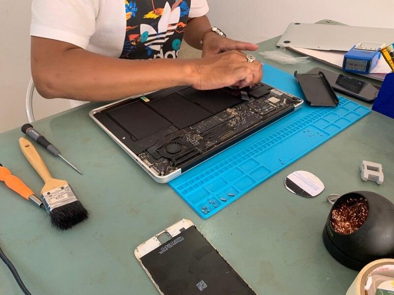 MacBook Airのバッテリ交換4
