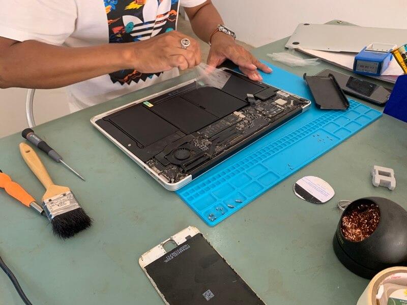 MacBook Airのバッテリー交換5