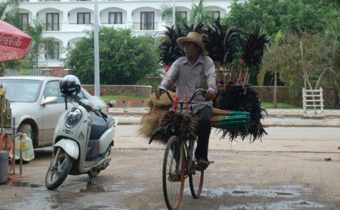 カンボジア名物の行商