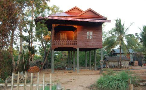 カンボジアの高床式住居