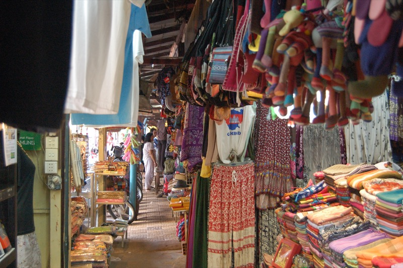 カンボジアのマーケットでの様子