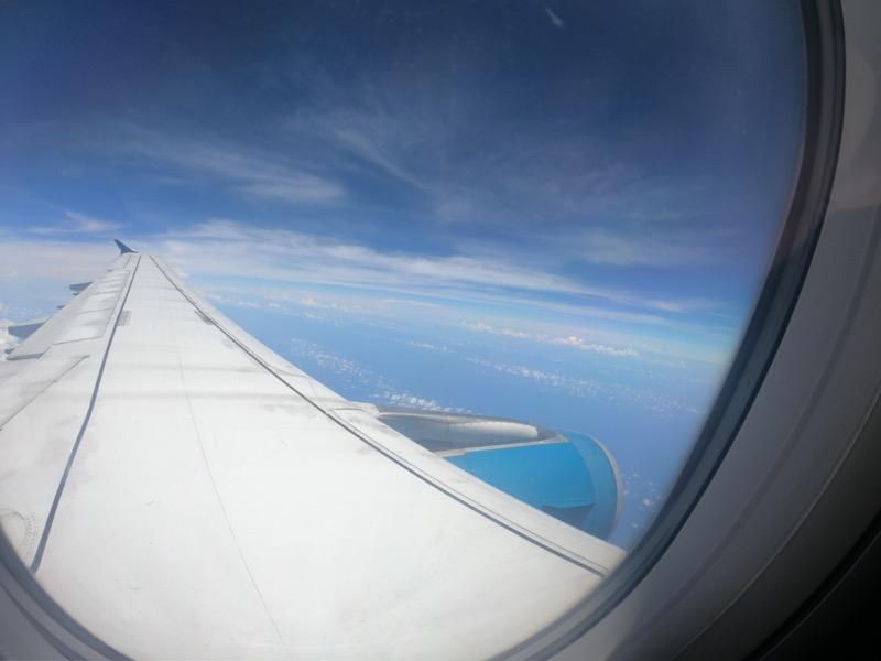 飛行機の窓からの様子